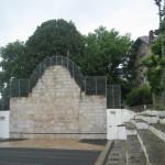 Sare : le fronton et ses vieux gradins de pierre