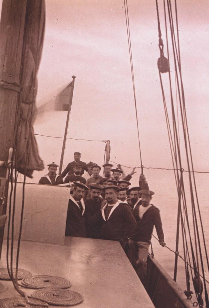 Sur le Javelot (le Javelot est la canonnière à vapeur  qui assure la surveillance de la frontière Franco-espagnole)