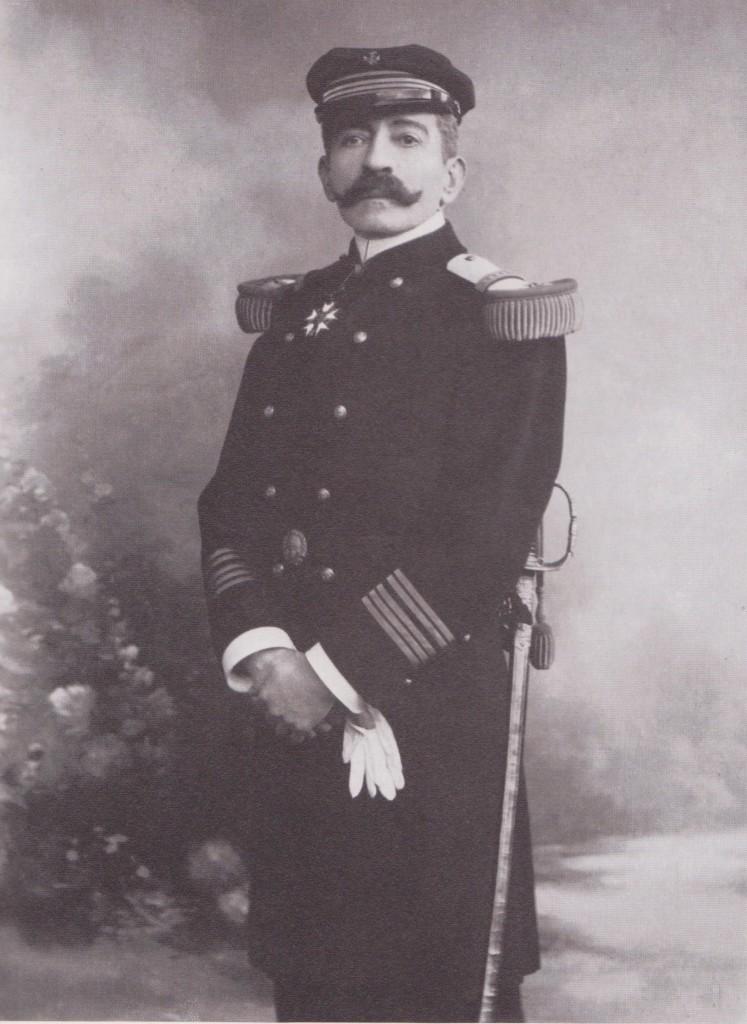1910. Rochefort. En capitaine de vaisseau et Grand croix de la Légion d'honneur..jpeg
