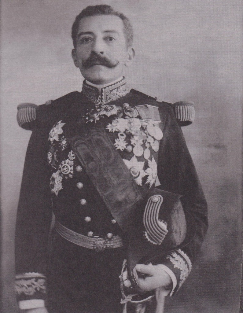 vers 1900 en capitaine de Frégate et en officier de la Légion d'honneur