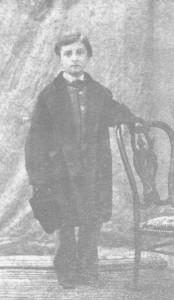 Loti enfant avec le manteau de son frère. Vers 1858-2