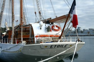 30-23-09-16-goelette-etoile-a-la-marina-ecole-navale
