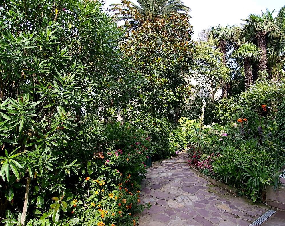 Jardin, allée reliant la demeure au portail. GUERIN Gil ©CRMH Aquitaine
