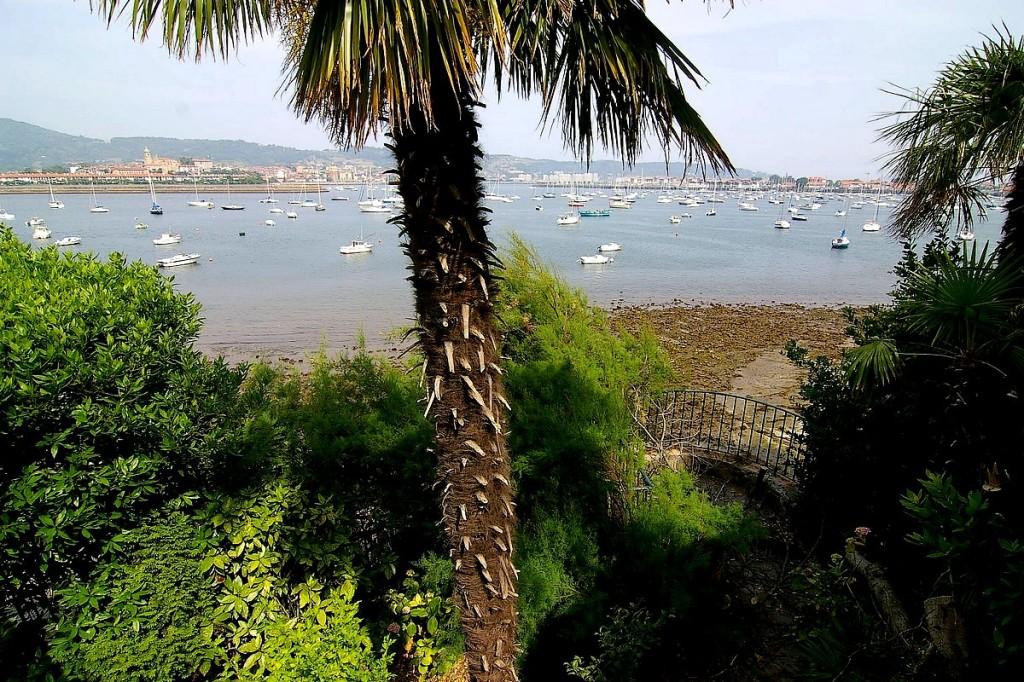 Vue depuis la demeure vers la Bidassoa et Fontarabie. GUERIN Gil ©CRMH Aquitaine