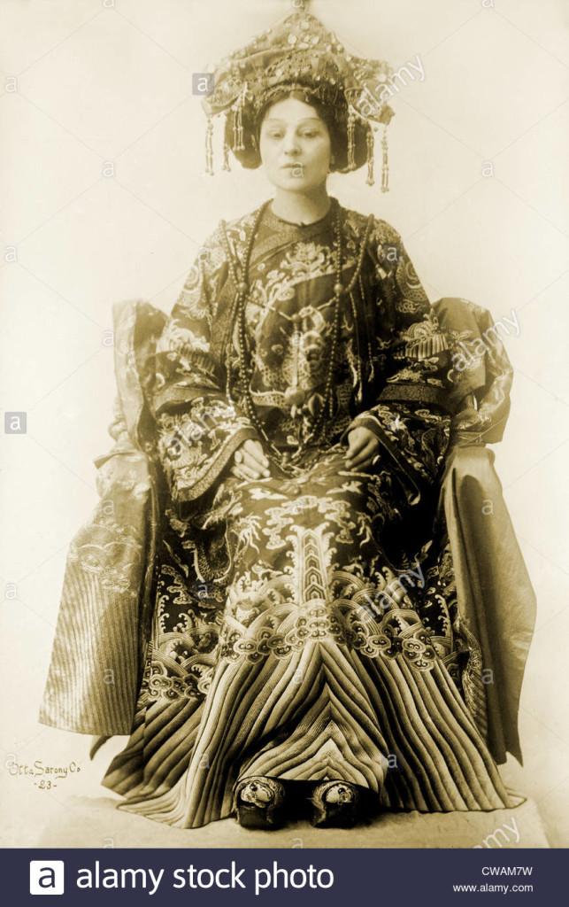 Viola Allen (1869-1948), comédienne américaine, dans le spectacle dramatique par Pierre Loti et Judith Gautier, LA FILLE DU CIEL