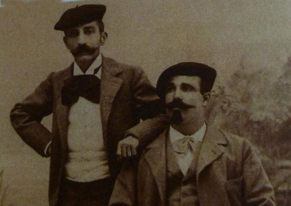 Loti posant aux côté d'Edmond Gueffier à Azpeitia, en juillet 1897.