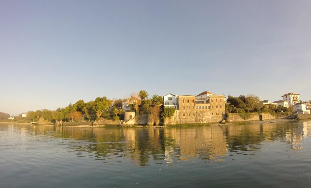 vue sur Bakharetchea depuis la Bidassoa
