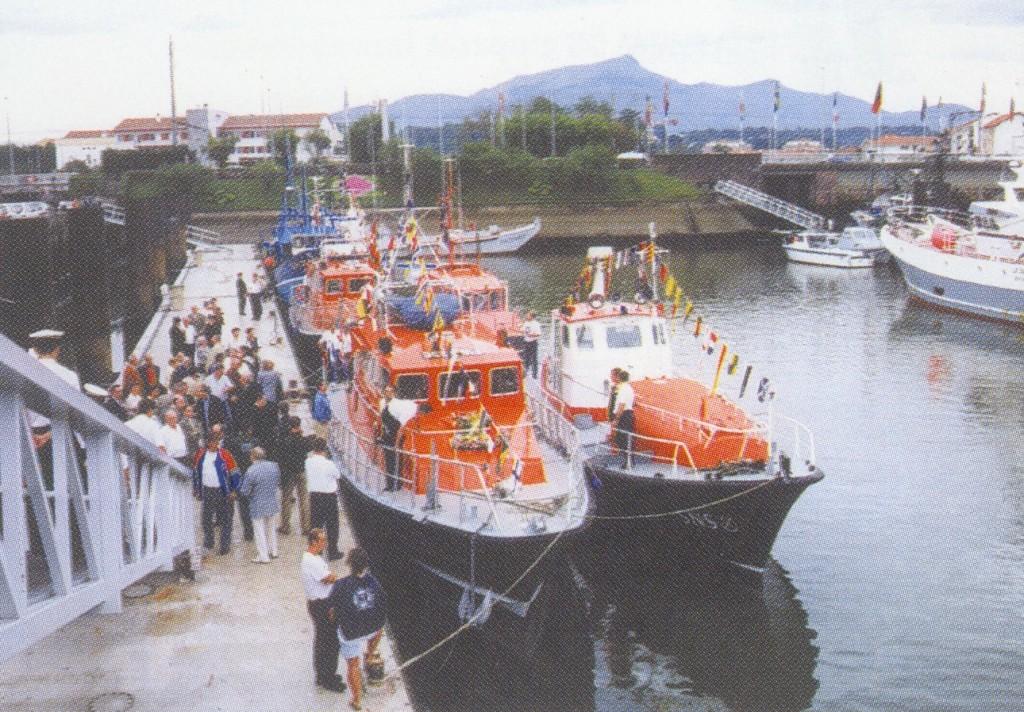 Le Pierre Loti II et le Pierre Loti à couple, au port de Saint-Jean-de-Luz, 1999. coll. SNSM